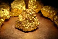 Vì sao vàng lại đắt và nhiều người vẫn thích mua?