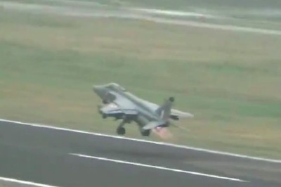 Phi công xử lý tài tình khi máy bay bị đàn chim tấn công