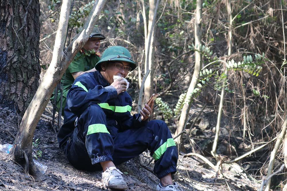 Cháy rừng lớn nhất ở Hà Tĩnh, dãy Hồng Lĩnh tan hoang, ám khói đen kịt