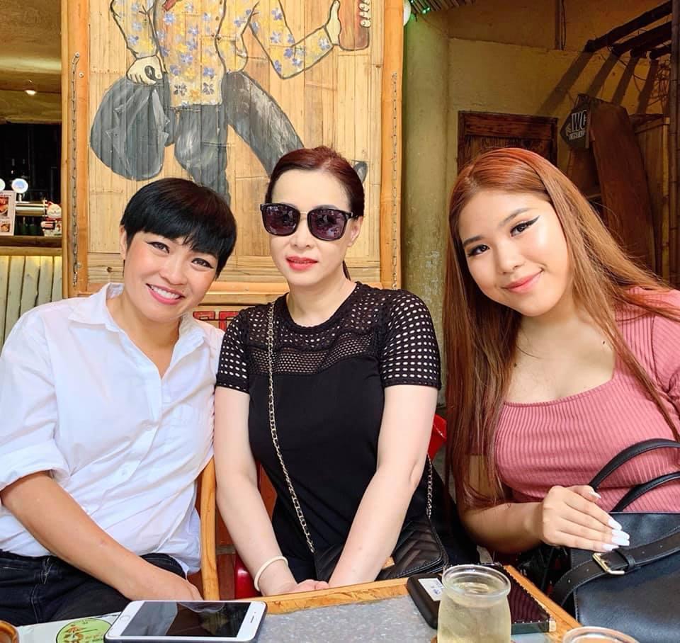 BB Trần khiến fan phát cuồng vì quá giống con gái