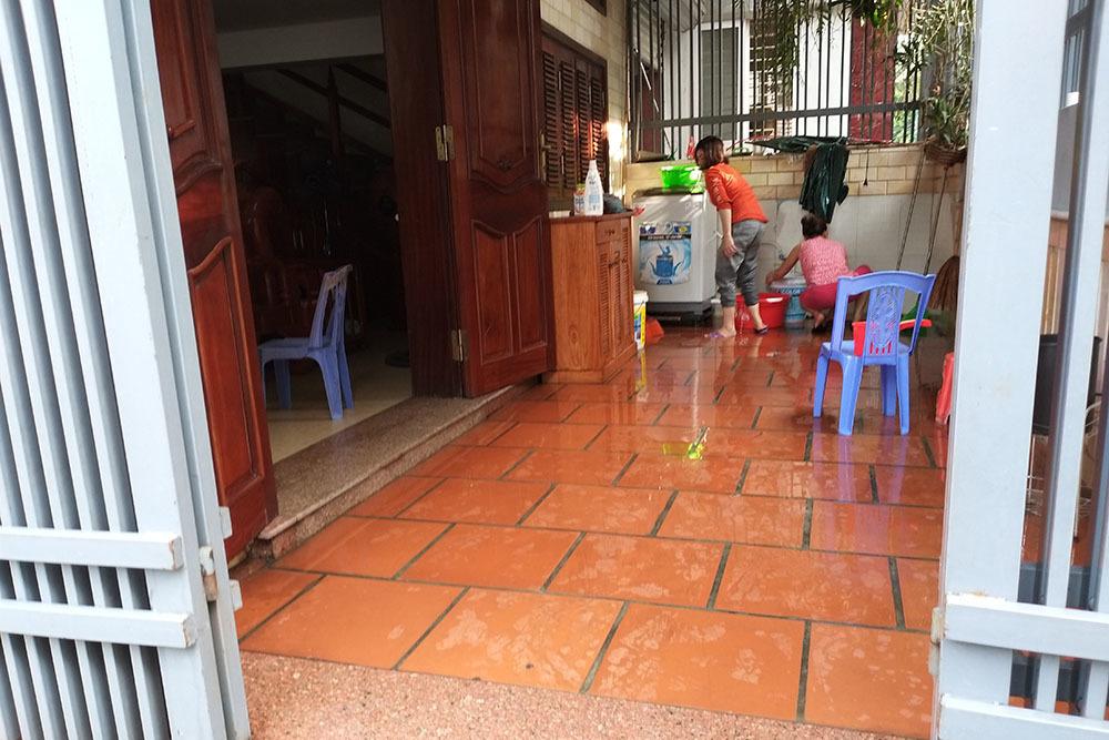 Con nợ, nhà bố mẹ ở Nghệ An liên tục nhận chất hôi thối từ kẻ lạ