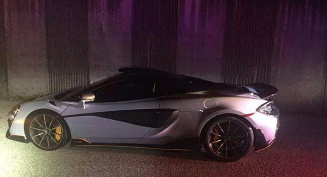 Mới nhận xe 10 phút, siêu xe McLaren bị cảnh sát tạm giam
