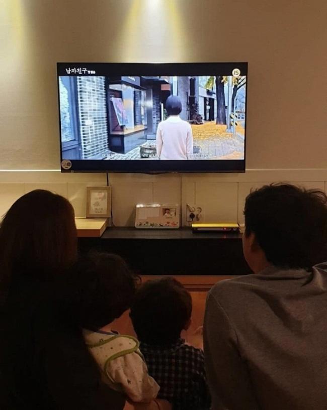 Song Joong Ki lên tiếng chuyện Song Hye Kyo ngoại tình, có bầu