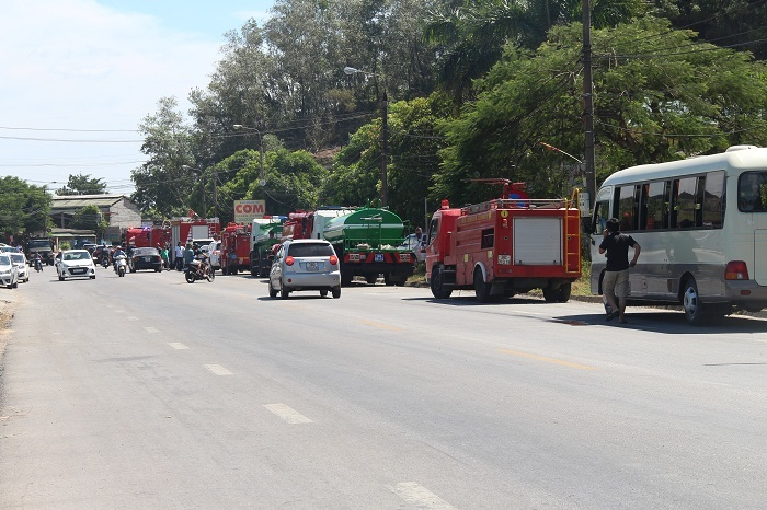 Cháy rừng lớn nhất ở Hà Tĩnh, chặn quốc lộ 1A, nghìn người dập lửa