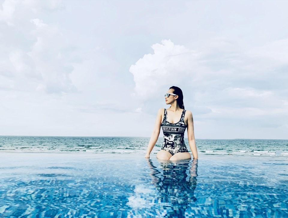 Hội bạn thân chăm diện bikini khoe ba vòng nóng bỏng nhất showbiz Việt
