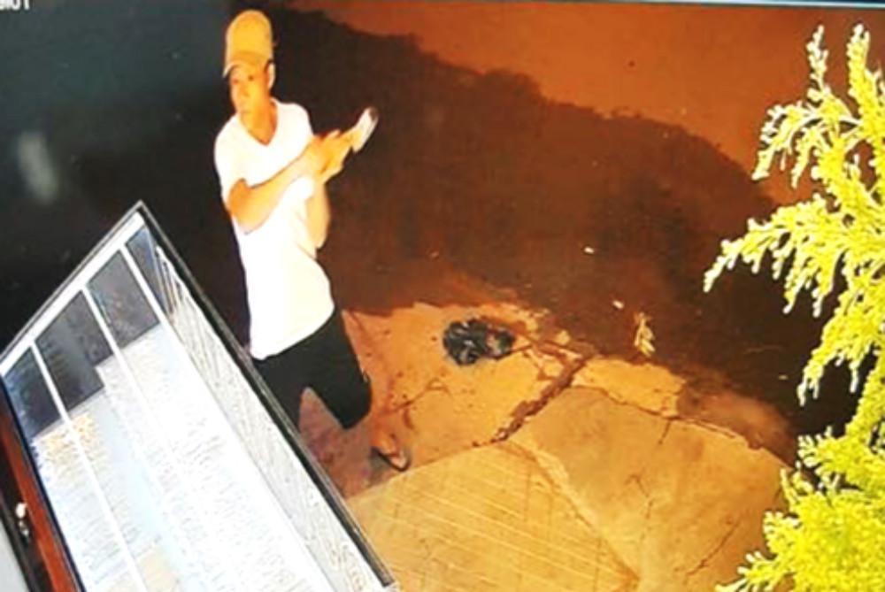 Camera ghi hình gã đàn ông dùng búa cướp vàng ở Đắk Lắk