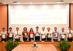 Chủ tịch Hà Nội ký quyết định về nghỉ hưu, bổ nhiệm nhiều cán bộ