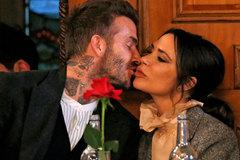 Vợ chồng David Beckham hôn nhau đắm đuối trên sàn nhảy