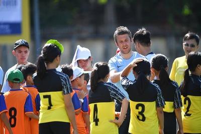 Man xanh tổ chức ngày hội bóng đá cho trẻ em tại Việt Nam