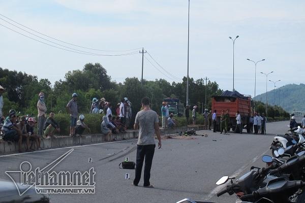 Xe tải tông trực diện xe máy chạy ngược chiều, nam công nhân tử vong