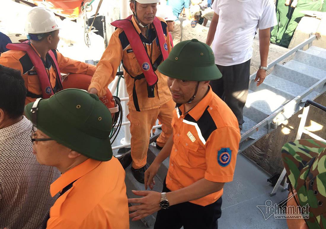 thuyền viên,chìm tàu,cứu nạn,thợ lặn,Nghệ An,tàu cá