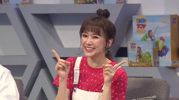 Hari Won bị 'đá xéo' khi hỏi bí quyết sinh con đẹp trên truyền hình