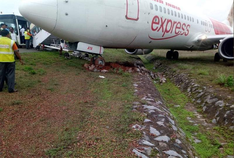 Hai máy bay khách lao khỏi đường băng ở Ấn Độ