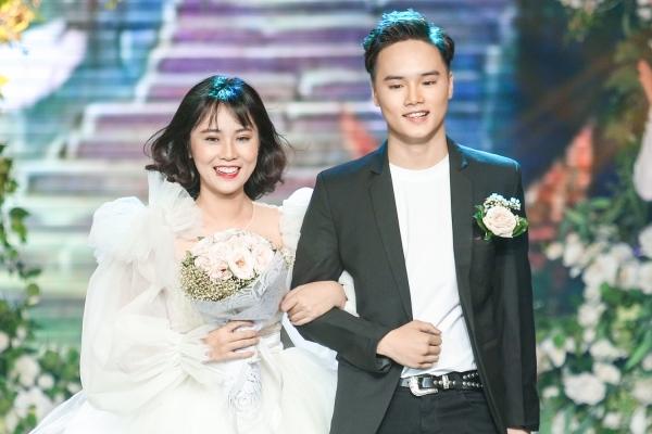Hot boy 17 tuổi bất ngờ làm 'đám cưới' trên sân khấu Giọng hát Việt 2019
