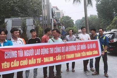 Công nhân nhiều dự án trọng điểm Hà Nội 'tố' bị nợ lương cả năm