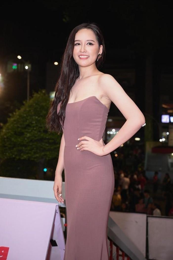 Phạm Quỳnh Anh, Mai Phương Thúy bất ngờ lộ bụng kém săn chắc
