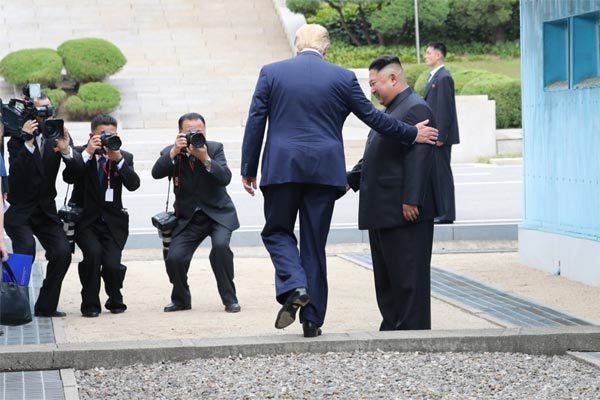 Hé lộ chuyện cấp tập tổ chức cuộc gặp 'ngẫu hứng' Trump - Kim