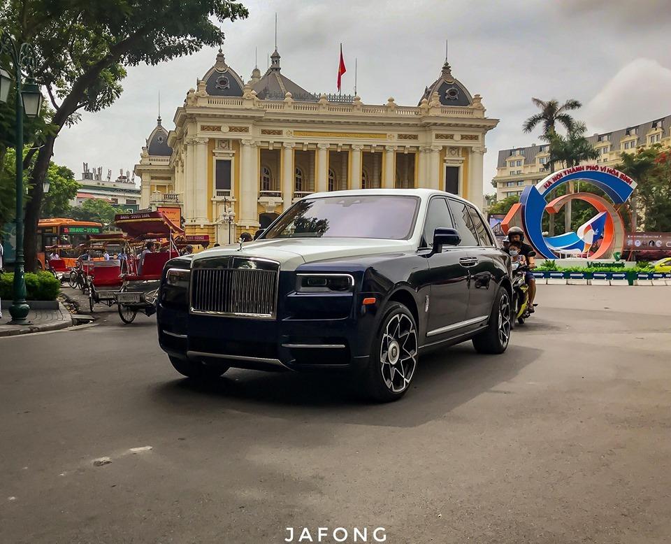 Rolls-Royce Cullinan đầu tiên về Việt Nam có màu áo mới cực chất