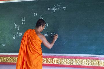 Khmer monks open summer class