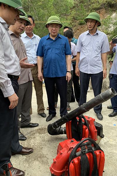 Phó Thủ tướng: Chưa thể dùng trực thăng chữa cháy rừng khi gió mạnh