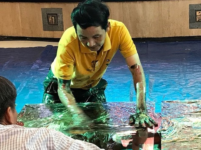 Vietnamese finger drawing painter receives Worldkings' recognition