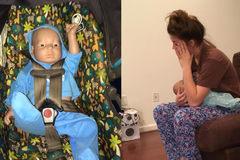 Cho học sinh chăm em bé robot để tránh có bầu sớm