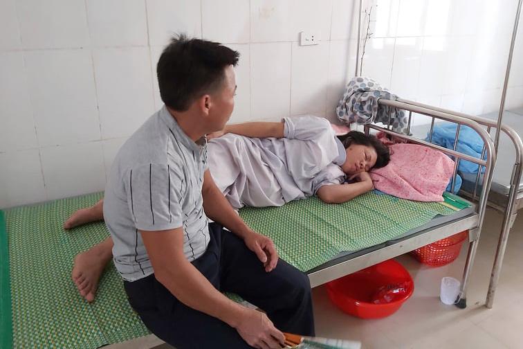 Trẻ sơ sinh tử vong tại bệnh viện, người nhà tố bác sĩ kéo đứt cổ trẻ