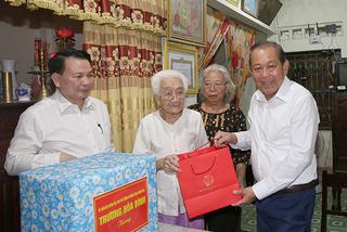 Phó Thủ tướng thường trực thăm đối tượng chính sách tỉnh Quảng Bình