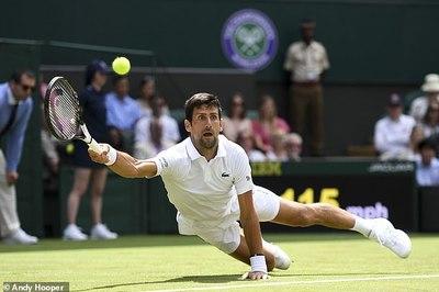 Djokovic mướt mồ hôi trận ra quân Wimbledon