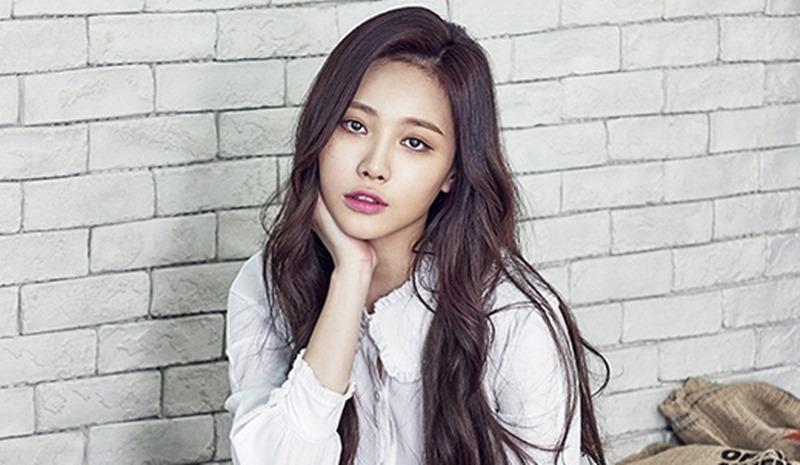 Lộ hình ảnh xơ xác của Song Joong Ki giữa scandal ly hôn