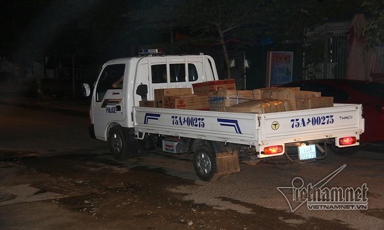 Khám xét trụ sở 'trùm' DN vận tải ở Huế, thu giữ xe tải tài liệu trong đêm