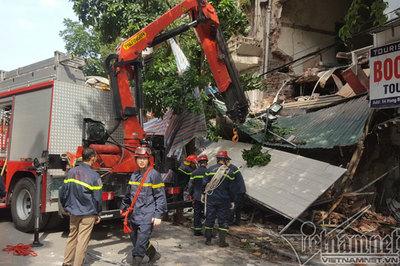 Sập nhà trên phố Hàng Bông, Hà Nội