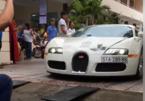 Bugatti Veyron 50 tỷ của Đặng Lê Nguyên Vũ chật vật qua cổng thư viện