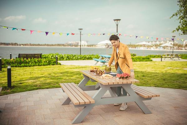 Noo Phước Thịnh 'lạc lối' ở thành phố biển hồ Vinhomes Ocean Park