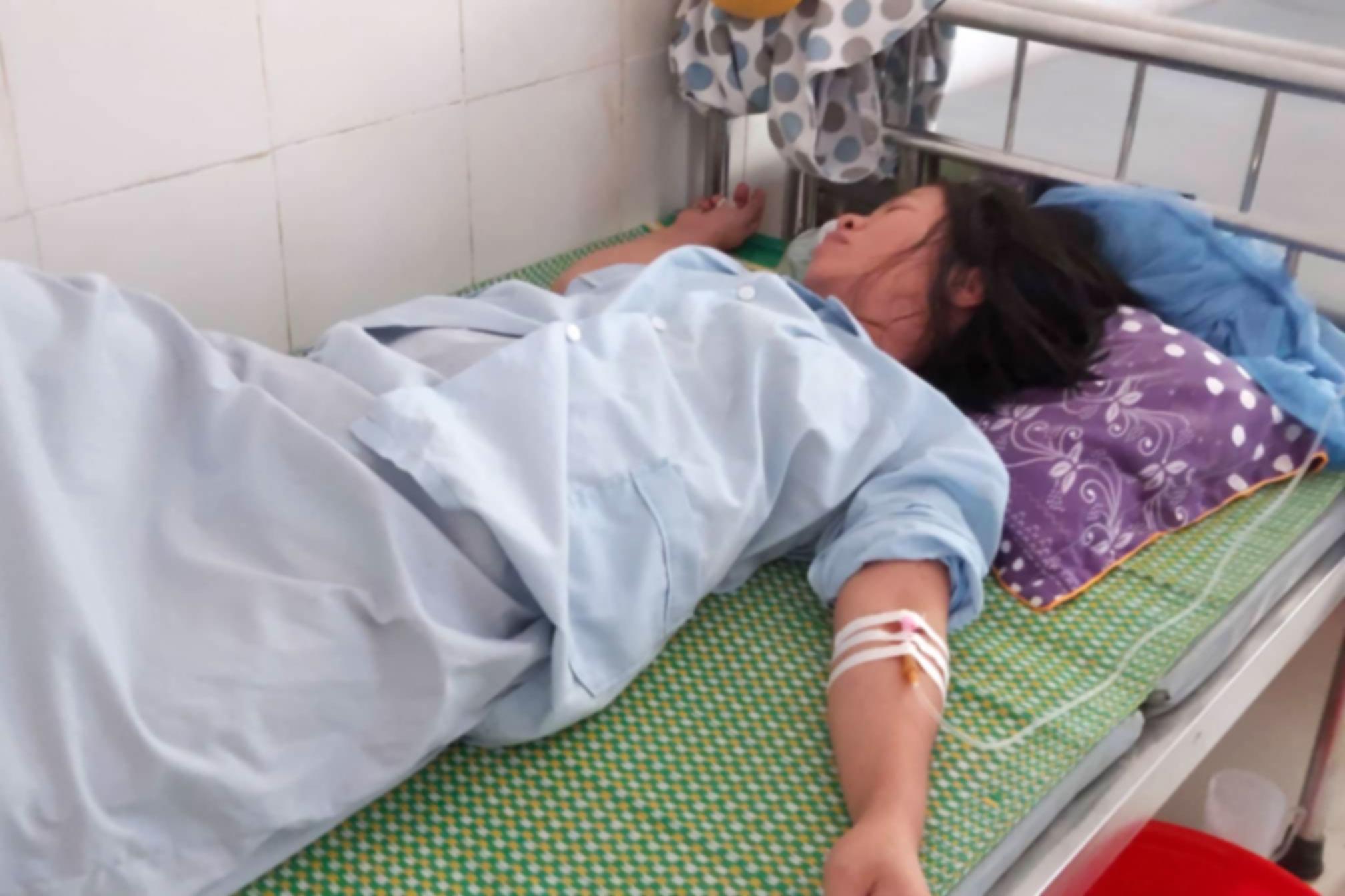 Vụ trẻ sơ sinh ở Hà Tĩnh tử vong, bác sỹ kéo đứt cổ bé rồi tự tay khâu lại