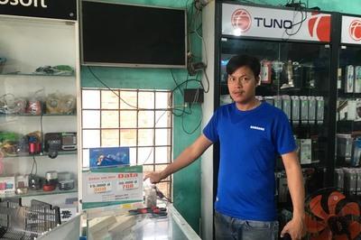 Tháo mái tôn chui vào cửa hàng ở Quảng Nam trộm 80 điện thoại đắt tiền