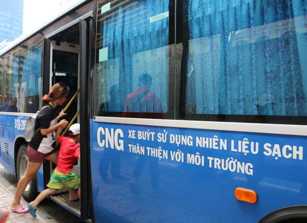 HCM City's eco-friendly buses face fuel shortage