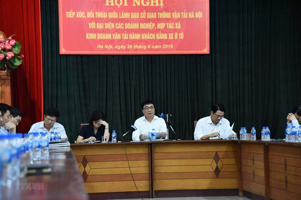 Hanoi holds talks with transport enterprises about enforcement of bus policies