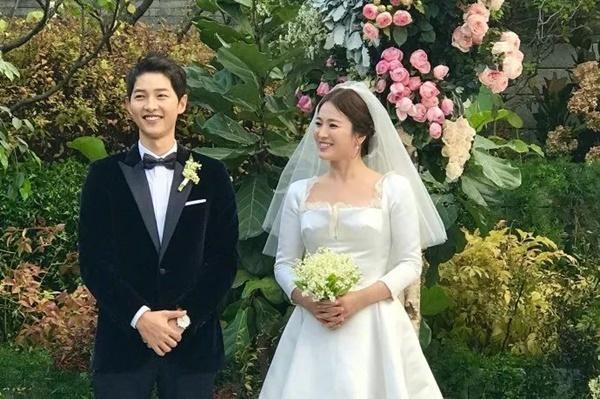 Bố Song Joong Ki sốc tâm lý khi biết tin con trai ly hôn trên truyền thông