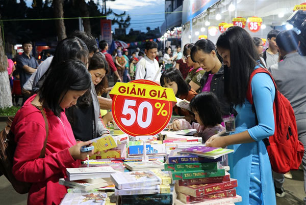 Stricter punishment, higher awareness key to the fight against counterfeit books: experts