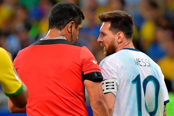 """Messi cay cú: """"Trọng tài thẳng tay loại Argentina"""""""