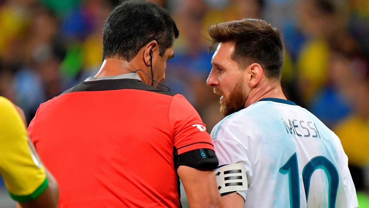 Messi cay cú: 'Trọng tài thẳng tay loại Argentina'