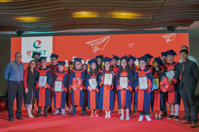Trung tâm Tiếng Anh ETEST trao thưởng cho học viên đạt học bổng du học