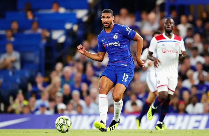 Chelsea trả lương 'khủng' giữ sao người Anh