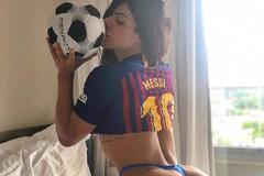 Hoa hậu Siêu vòng 3 Brazil mặc áo đấu xẻ hiểm cổ vũ M10, từng khiến vợ Messi ghen