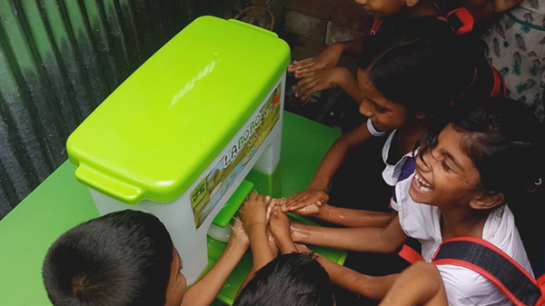 Mẹo hay giúp con rửa tay của các mẹ showbiz Việt