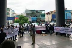 Big C ngưng nhập hàng, DN Việt tụ tập dương biểu ngữ phản đối