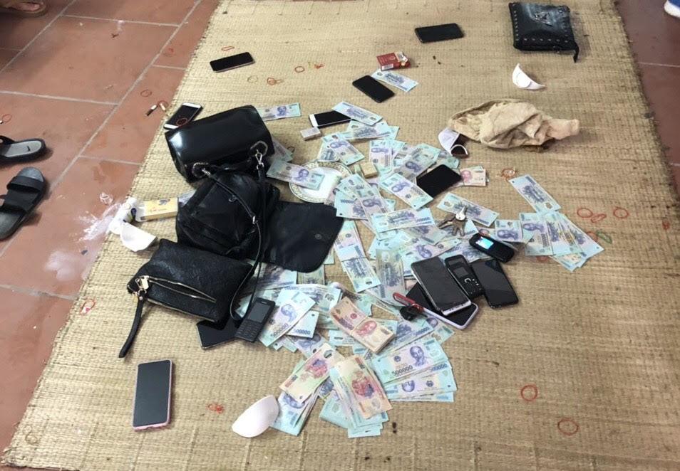 Bắt 20 đối tượng sát phạt nhau trên chiếu bạc ở Quảng Ninh