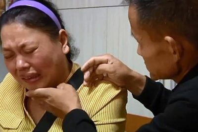 Vợ chồng ung thư rút thăm chọn người 'được' sống chăm con
