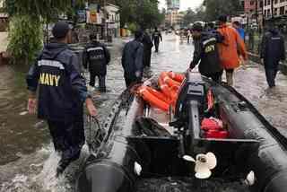 Mưa lũ dữ dội 'quần' Ấn Độ, hàng chục người chết
